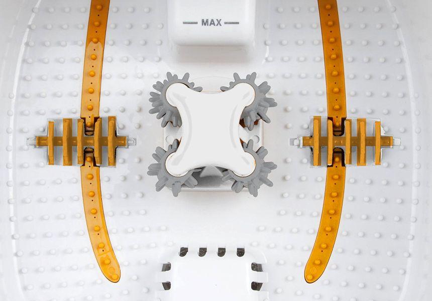 Primo piano dei rulli massaggiatori plantari e laterali posti all'interno della vasca dell'idromassaggio MEDISANA FS 885 Comfort