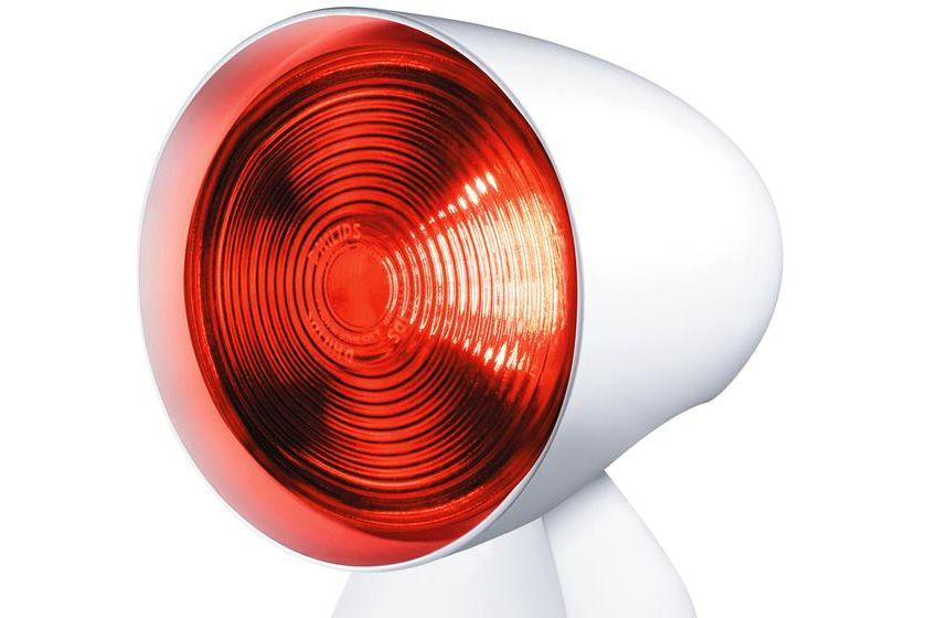 Primo piano della testa della lampada a infrarossi BEURER IL 21, che ricordiamo avere ben 5 livelli di inclinazione, regolabili secondo le vostre esigenze