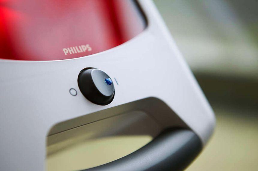 La lampada ad infrarossi per terapia del calore PHILIPS InfraCare HD3643 è estremamente semplice da usare: basta infatti un solo bottone