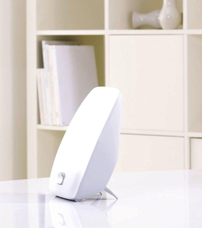 La lampada di luce naturale del giorno con tecnologia a LED BEURER TL 41 può essere comodamente collocata sul tavolo della cucina, dello studio o della scrivania del vostro ufficio