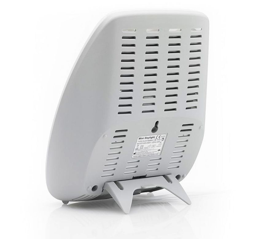 La lampada di luce diurna MEDISANA LT-470 vista da dietro: notare il foro centrale che vi permette di attaccare la lampada anche al muro