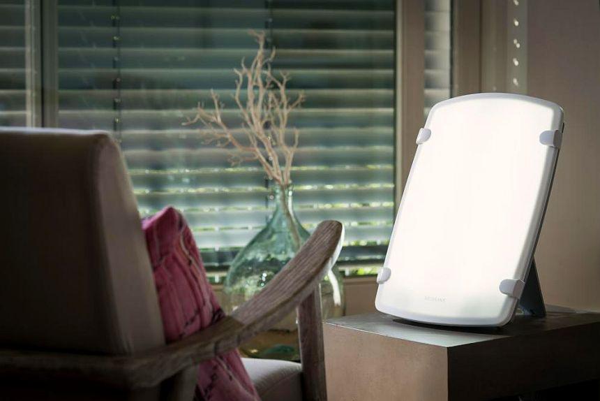 In salotto, nello studio o anche sul tavolo di lavoro, la scelta è solo vostra: la lampada per fototerapia MEDISANA LT-480 vi garantirà sempre la giusta quantità di luce