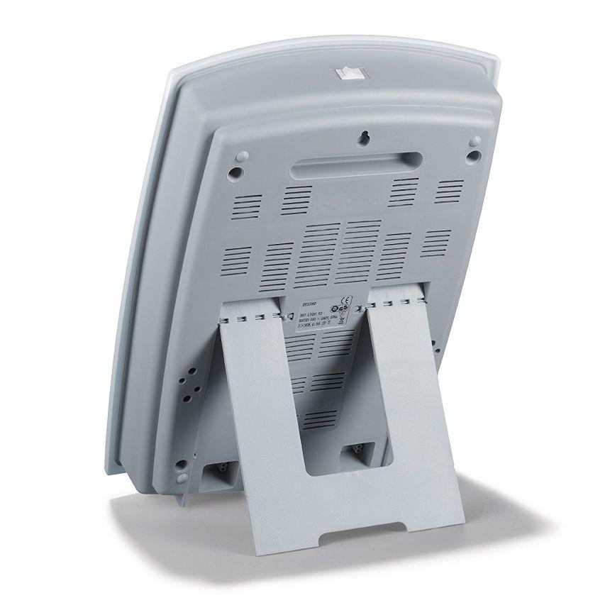 La lampada di luce diurna BEURER TL 60 ha un design semplice, è leggera e facilmente trasportabile (notare l'interruttore di accensione in alto)