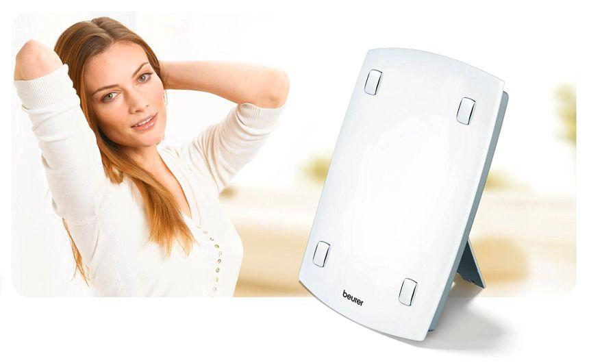 Semplice ed efficiente: lampada di luce naturale del giorno BEURER TL 60 per fototerapia con ampia area di illuminazione di ben 45 x 31 cm