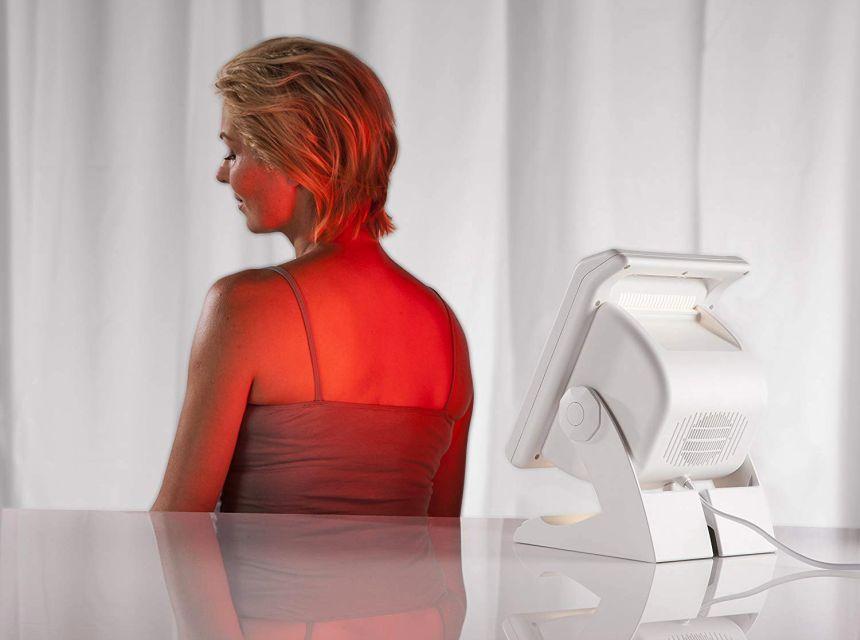 L'ampio schermo del radiatore termico a infrarossi MEDISANA IR 885 vi permette di curare vaste zone del corpo standovene comodamente seduti a casa
